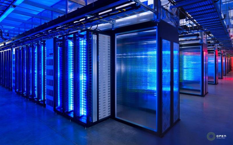 電源システム。277V AC電源と48V DC UPSを統合