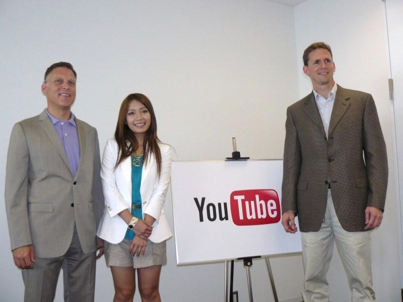 24日に都内で開催した記者説明会で。(向かって右から)YouTubeのトム・ピケット氏、メイクアップアーティストのミシェル・ファンさん、YouTube Next Labのランス・ポデル氏