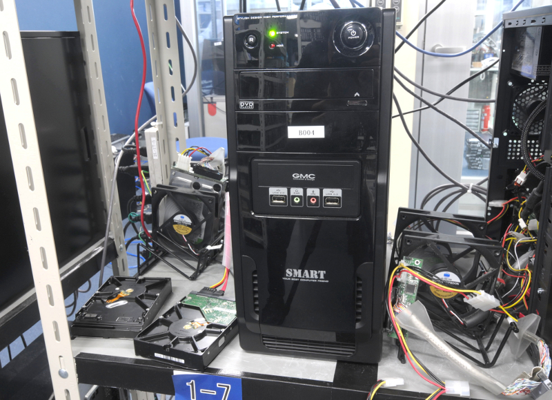 クローン作業中のディスクは2つのファンで挟んで冷却する
