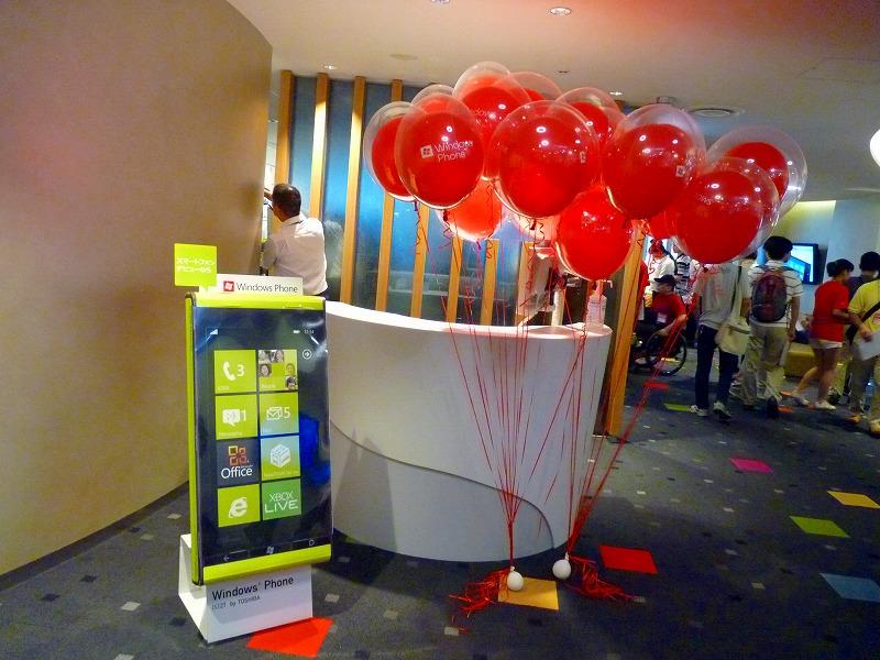 30階の入り口には看板と風船で明るくお出迎え!