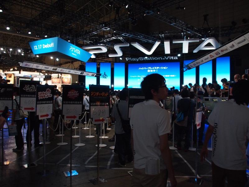 「PS Vita」の試遊コーナーは長蛇の列