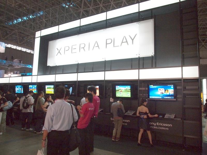 「Xperia PLAY」の試遊コーナー