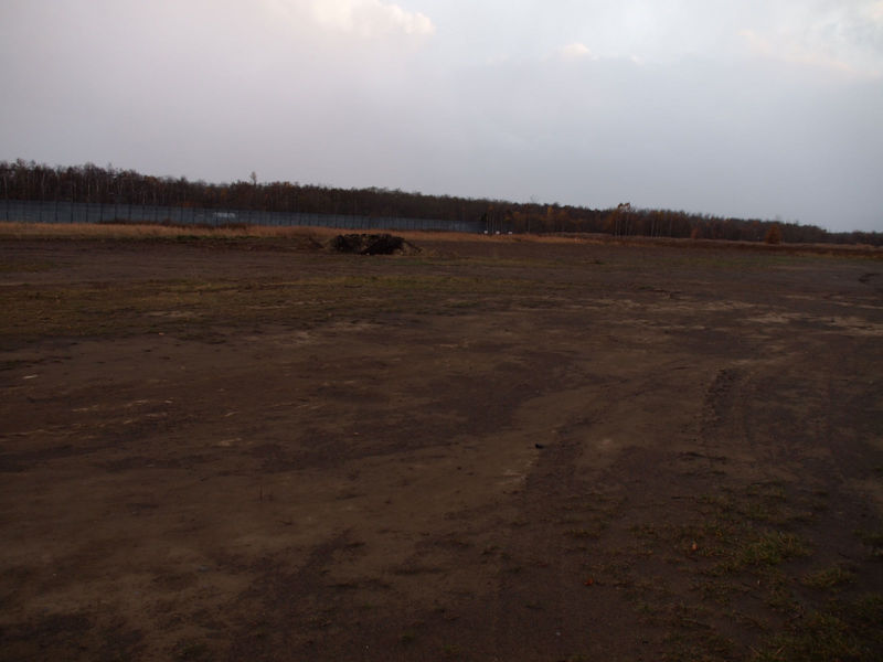 現在の1~2号棟の裏には、広大な建設予定地が空き地として広がる