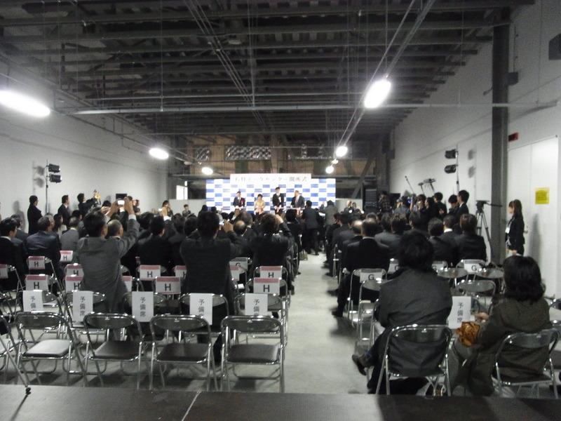 記者発表会や開所式も、まだ使われていないサーバールームの1つで開かれた