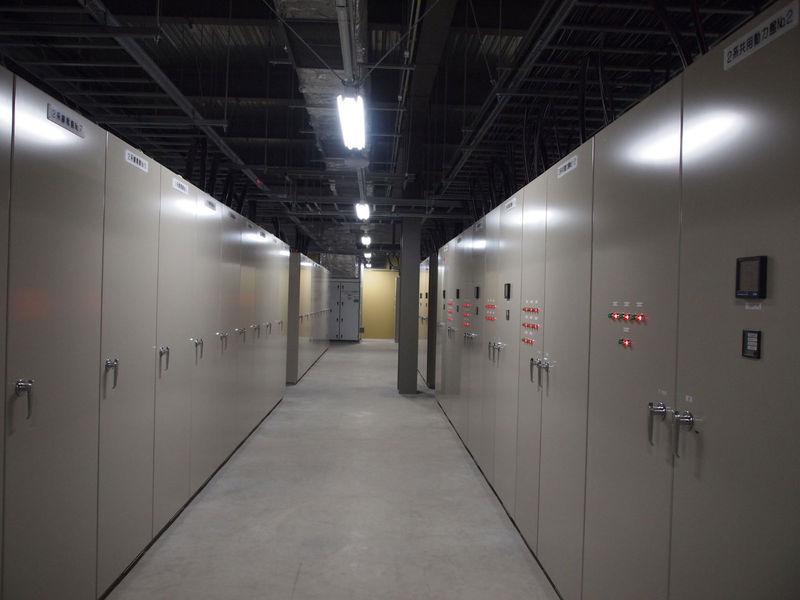 特高電気室からの電気を変圧してサーバールームに400Vで送る高圧電気室