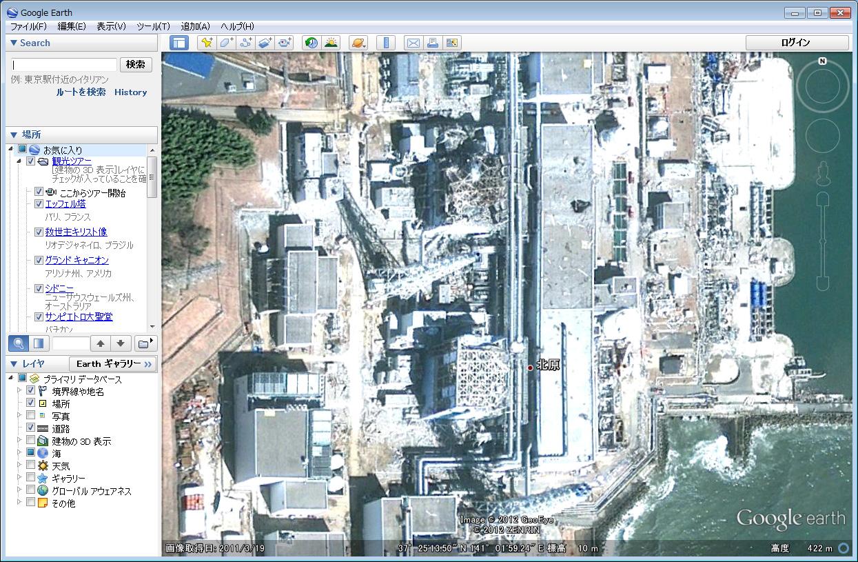 3月19日に撮影された福島第一原子力発電所。すでに建屋の鉄骨が露出して曲がっており、近くの鉄塔も倒れていることが確認できる