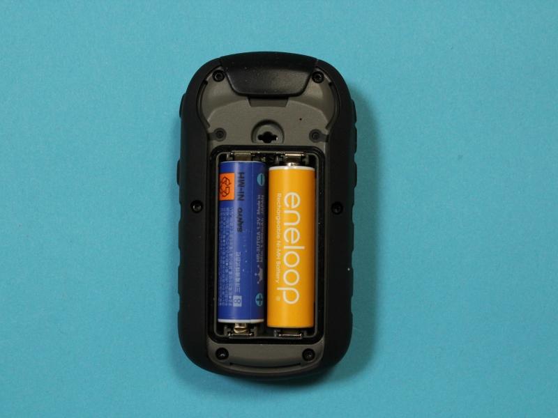 単三形電池2本を使用