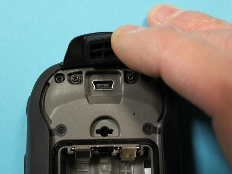 USBポートは防水カバーに覆われている
