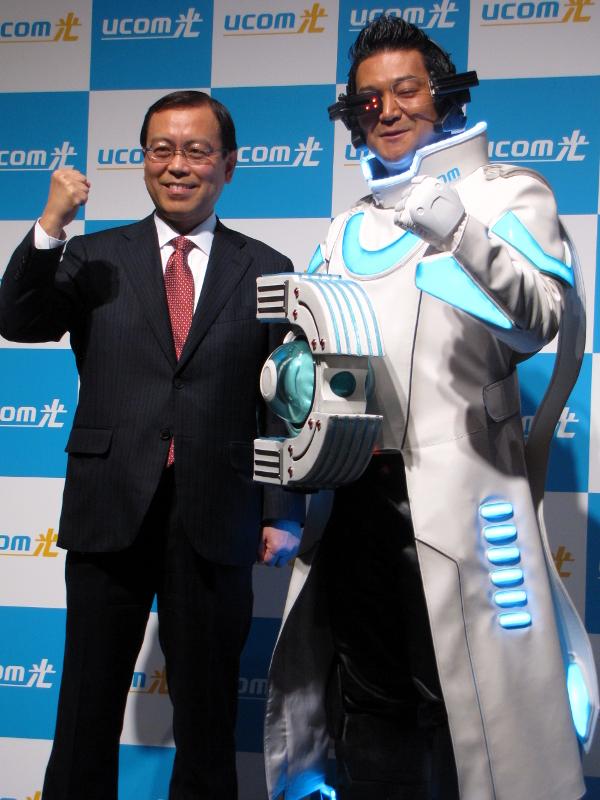 UCOMの鈴木孝博代表取締役社長と山口智光さん