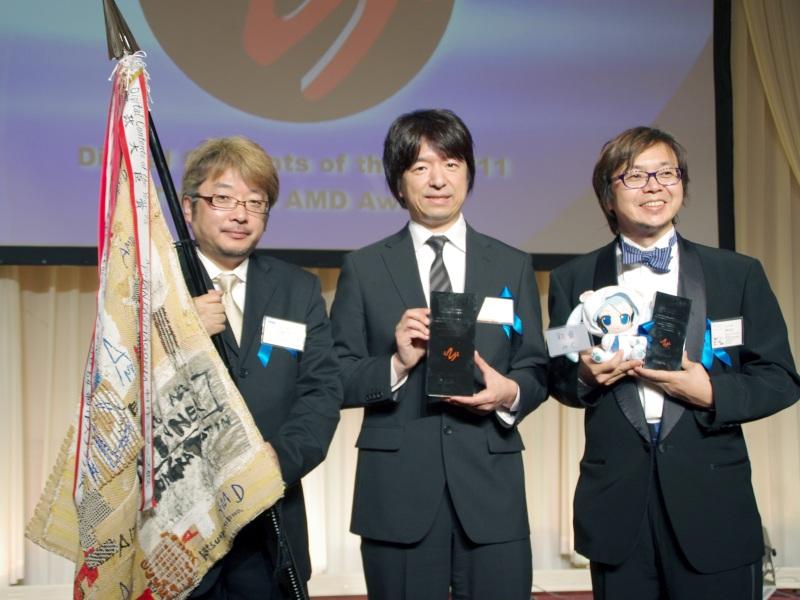 大賞を受賞したMIKUNOPOLIS 2011実行委員会の(左から)セガの内海洋氏、クリプトン・フューチャー・メディアの伊藤博之氏、アスキー・メディアワークスの福岡俊弘氏