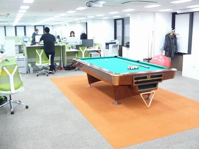 フールージャパン合同会社は3月中旬、東京・六本木の新オフィスに移転したばかり。スタッフの数は流動的で、現在は20~30人ほどという