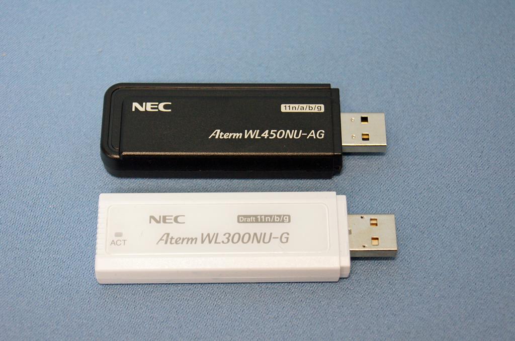 同社製のAtermWL300NU-Gとの比較。若干大きい程度