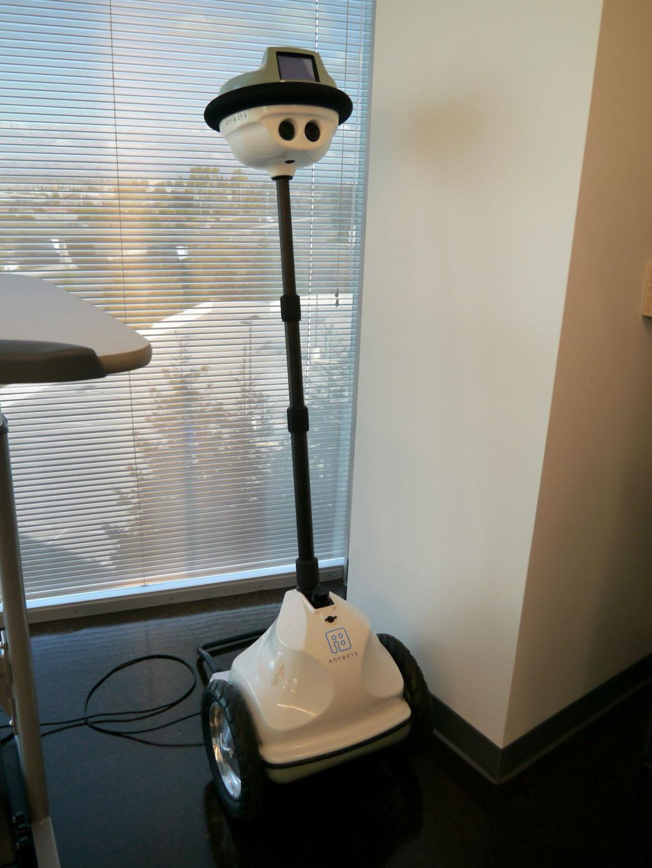 フィル・リービンCEOが出張中に社内の様子を見るために導入したロボット。自動的に社内を動きまわる