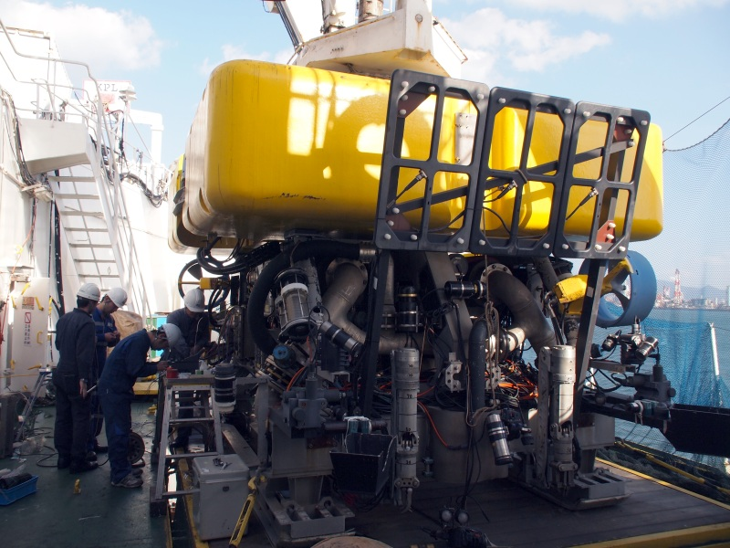 ケーブルの修理作業などに活躍するロボット「MARCAS-III」