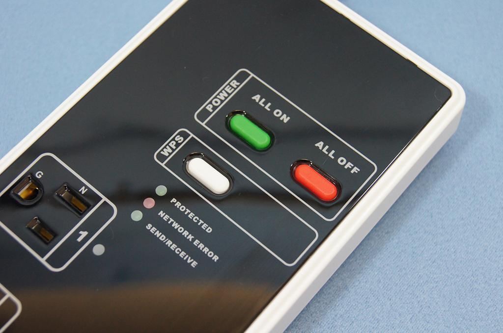 電源のオン・オフボタンに加え、無線LAN接続用のWPSボタンを搭載
