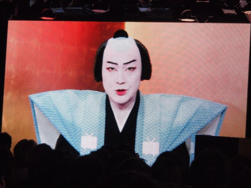 役員が歌舞伎役者に扮し「口上」を述べる映像が披露された