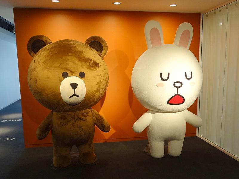 ちなみに、NHN Japan社内には、LINEスタンプでおなじみのキャラクターの巨大ぬいぐるみもあった