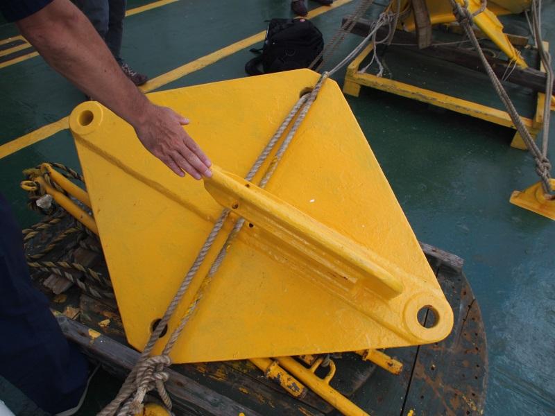 ケーブルを海底から引き上げる探線機