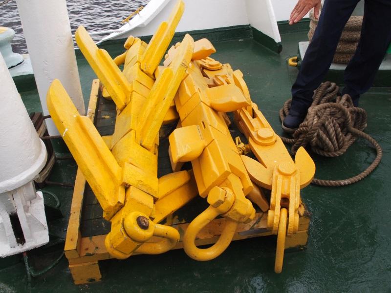 海底の形状や深さに応じて異なる形状の探線機が何種類もある
