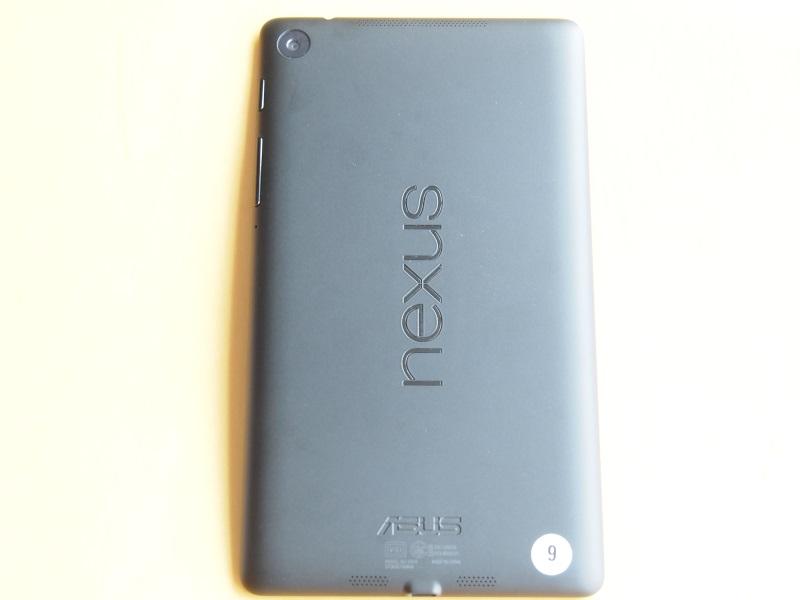 新しいNexus 7の背面。リアカメラも搭載された