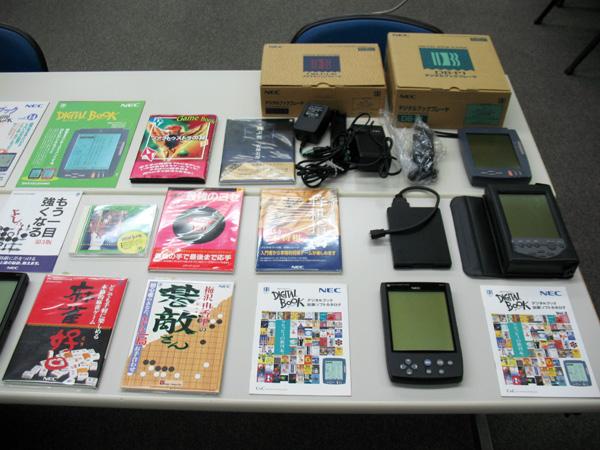 1993年に発売されたNEC「デジタルブックプレイヤー DB-P1」