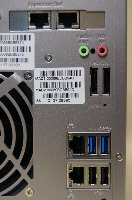 拡張スロットが搭載され、LANポートも合計で4つになった。このほか、オーディオの入出力端子も備える