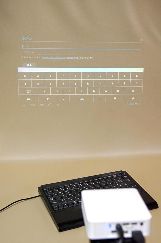 キーボードを接続して操作することも可能
