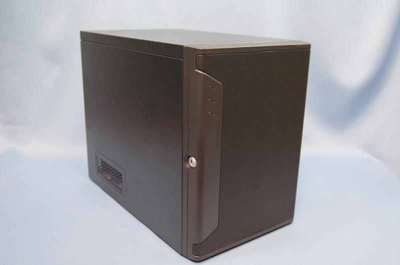 Windows Server 2012 Essentialsを搭載したTEKWINDのNOWing SERVER。Windows XPからの移行の際に活用すると、効率的な移行が可能となる