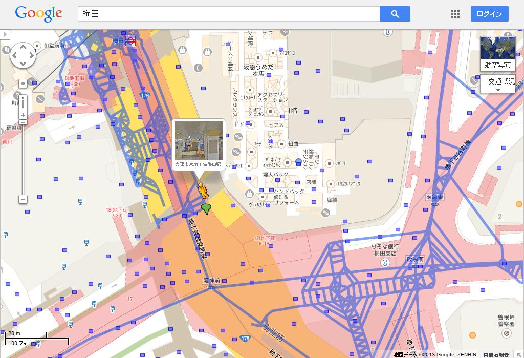 御堂筋線・梅田駅および地下街「ホワイティうめだ」付近のストリートビュー公開個所(青い線)。地上の道路のストリートビューのものと地下駅/地下街のものが混在しているが、各道路の真ん中を通る1本などが地上、小刻みにウロウロしている方が地下のようだ。なお、点在する青い点は、ユーザーによってPanoramioに投稿されているその場所の写真が見られる地点