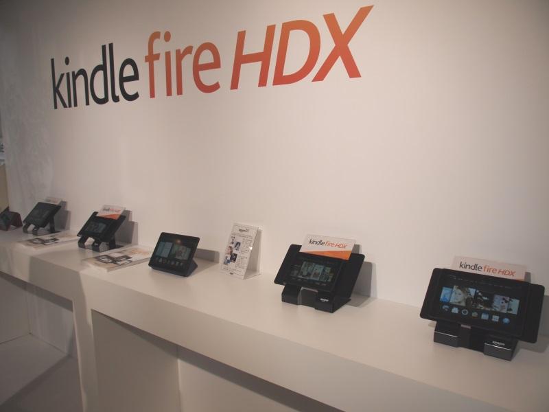 多数の「Kindle Fire HDX」が並び、実際に触って体験できる