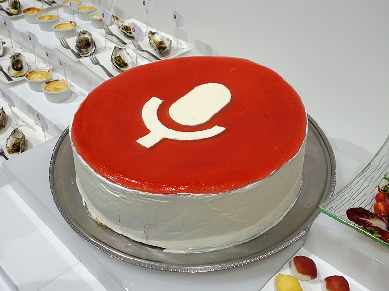 音声検索でおなじみのアイコンもケーキに