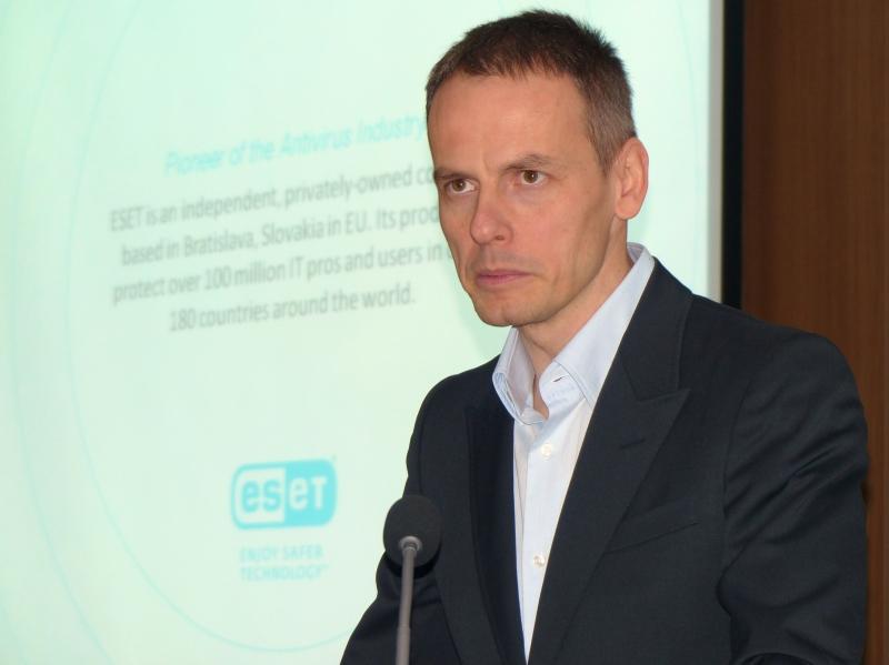 10日に行われた記者説明会で登壇したESET社CEOのリチャード・マルコ氏