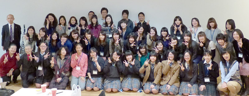 ゲストスピーカーやMENTORSHIPに参加する先輩学生も加わった全員で記念撮影