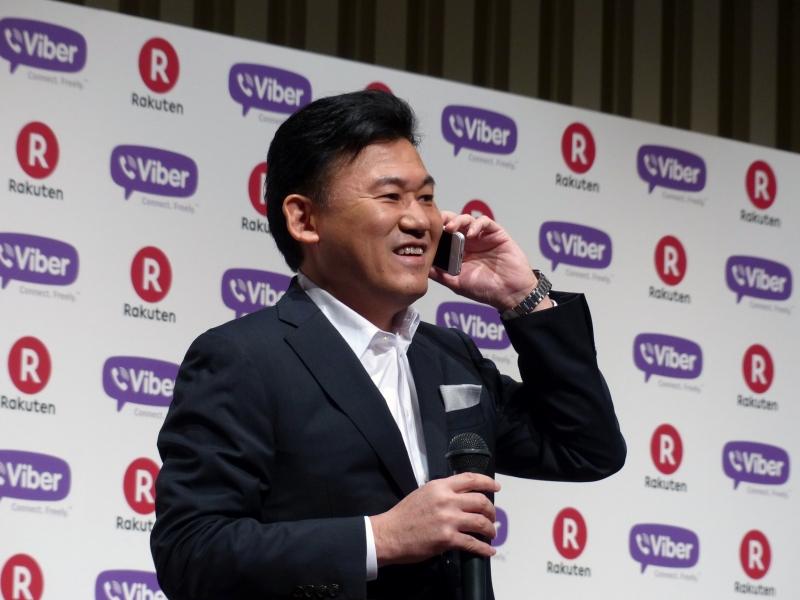 発表会では、三木谷社長からViberの買収が明らかにされた後、実際にスマートフォンのViberからViber Media Ltd.共同創業者兼CEOのTalmon Marco氏に電話して登壇してもらう演出も