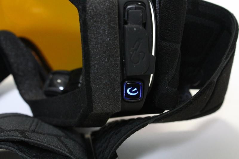 電源を入れるとReconのマークが青く点灯