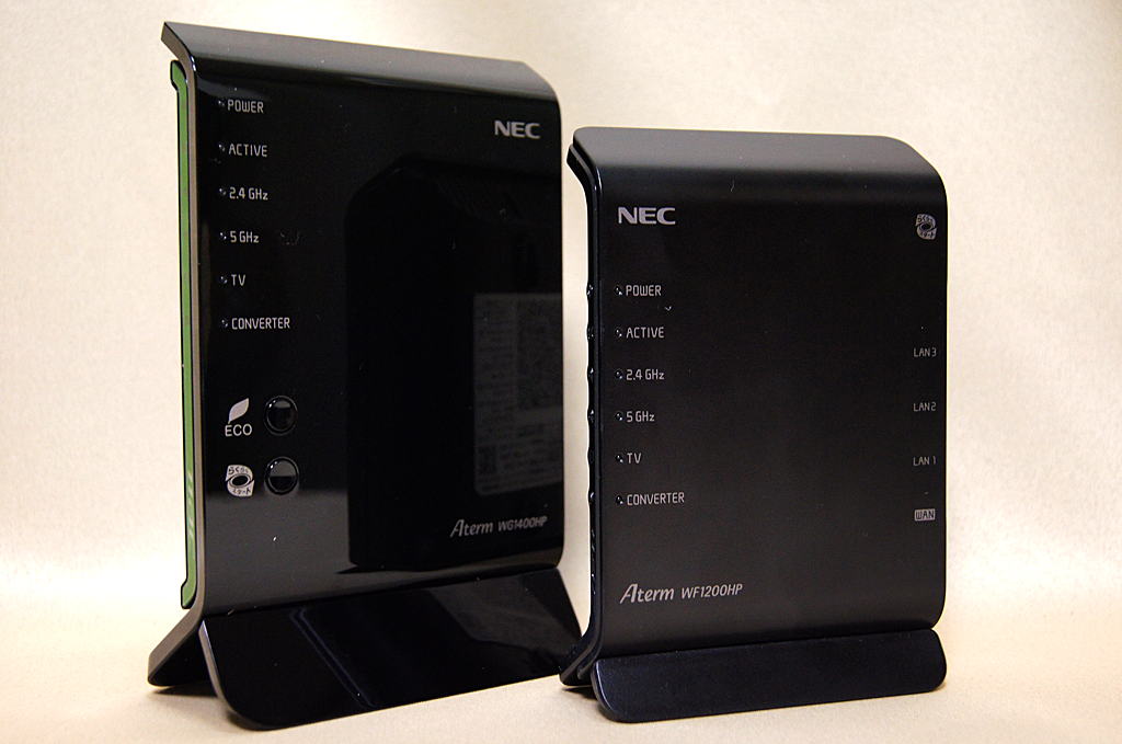 Aterm WG1400HP(左)と新たに登場したAtermWF1200HP(右)
