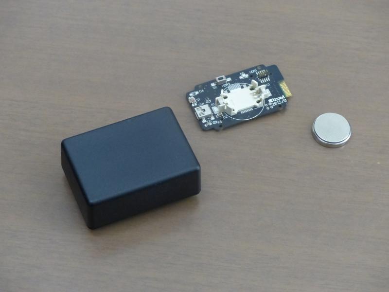 (左から)BLEビーコンの外箱、基板、コイン電池
