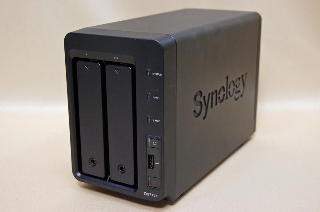 SynologyのDiskStation DS713+。2ベイだが高い性能と拡張性を備えているNAS