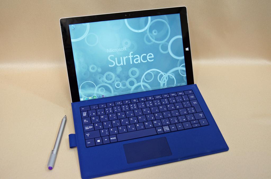 Surface Pro 3(Core i7/256GBモデル)。タイプカバーはオプション
