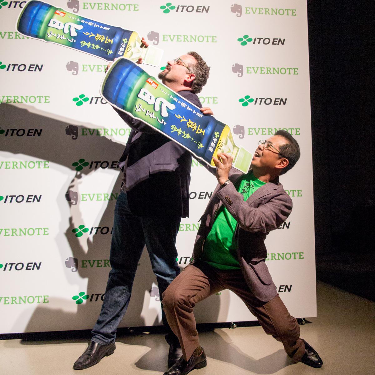 (左から)米Evernote CEOのフィル・リービン氏、伊藤園代表取締役副社長の本庄周介氏