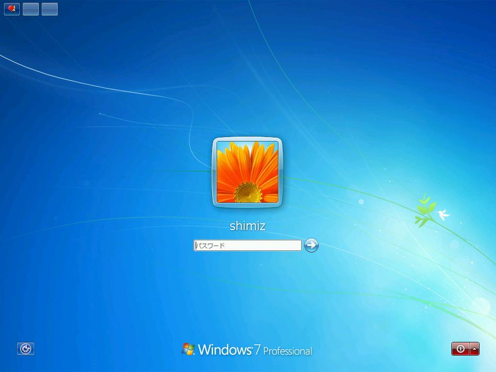 Windows 10 TPでは、起動時にロック画面を介してサインイン画面へと移行する