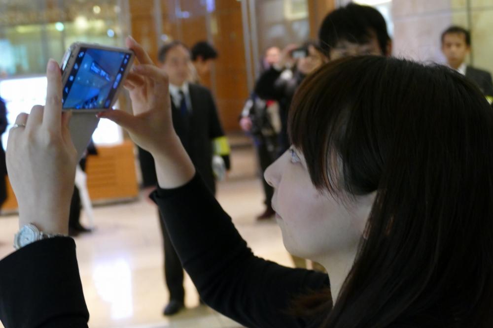 スマートフォンのカメラで看板などを撮影