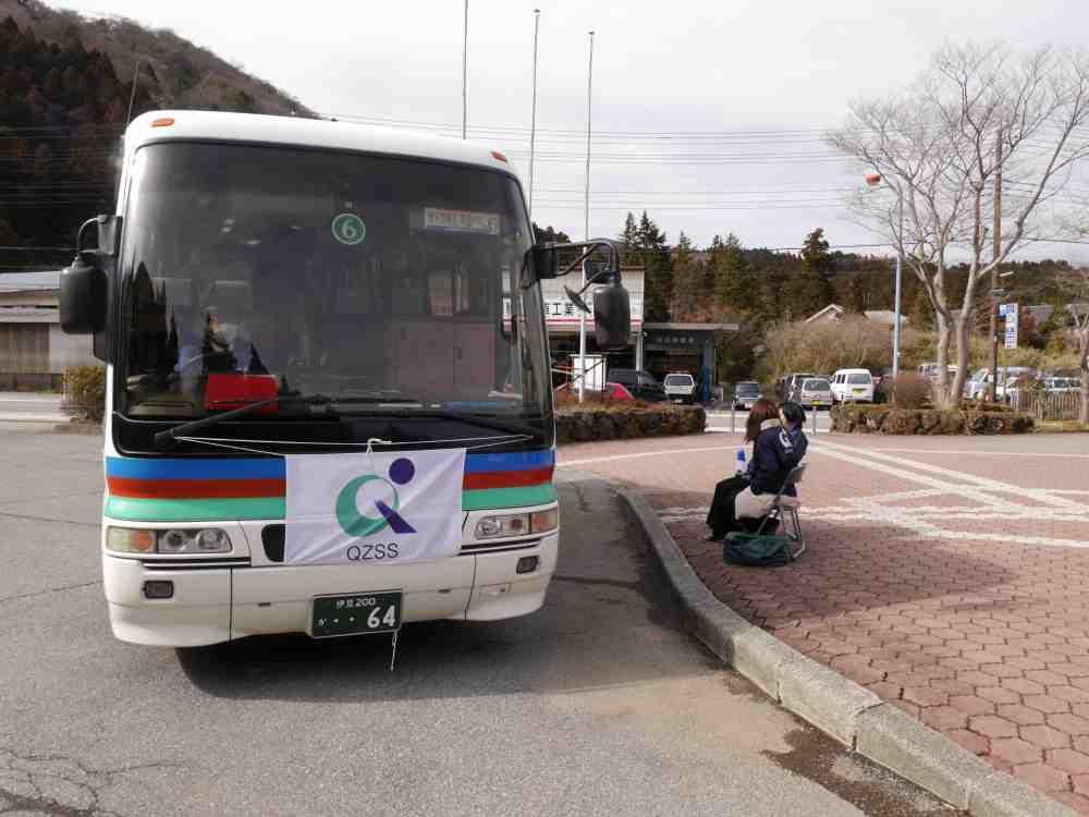 スタッフが常駐するバス停もある