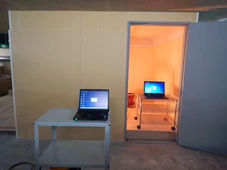 電磁波シールド壁試験室の内外