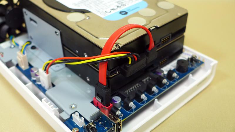 2台目は付属のケーブルを使って接続する