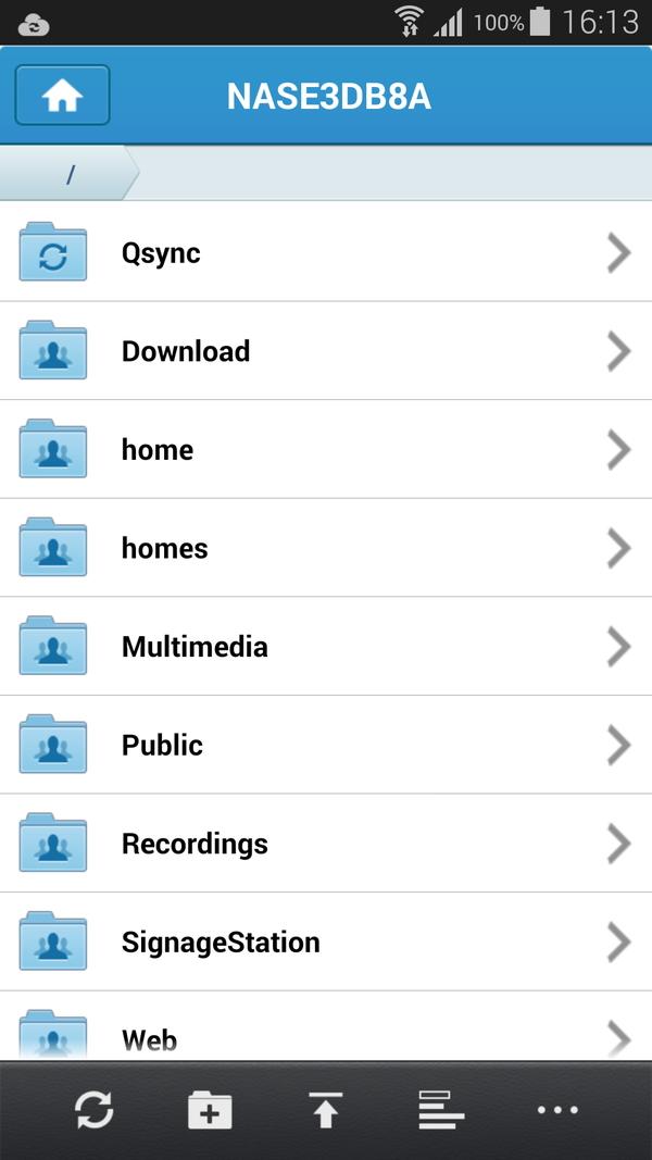 スマートフォン用のアプリ(Qfile)を使うとスマートフォンからもNASのファイルにアクセスしたり、スマートフォン上の写真を自動的にアップロードしたりできる