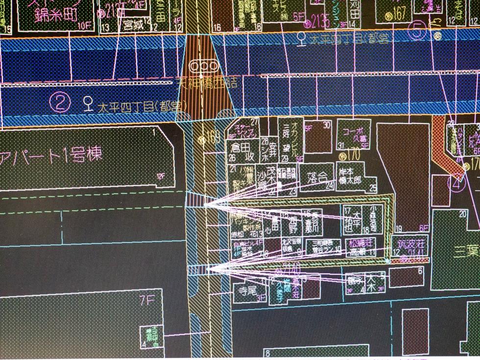 密集した住宅地では、複数の建物に同一の到着地点情報が割り当てられる