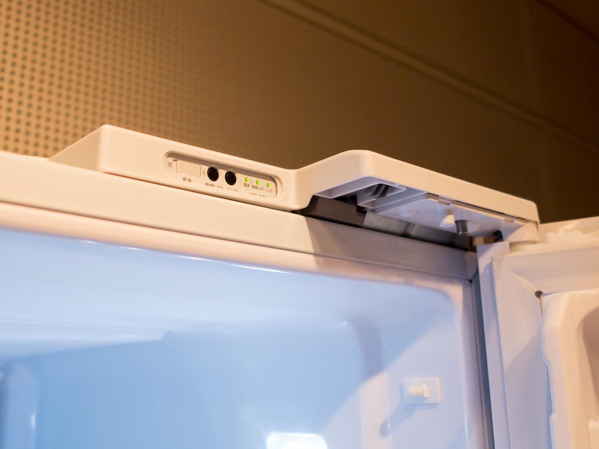 冷蔵庫に搭載されているWi-Fiモジュール。スマートフォンと接続するのではなく、「myThings」のバックエンドサーバーに接続して各サービス/デバイスと連携する
