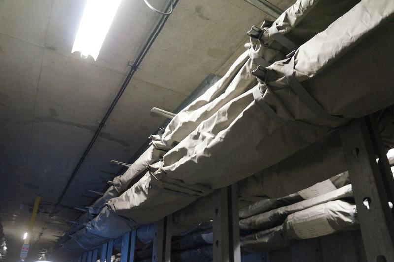 一部のケーブルには防火繊維のカバーがかけられている