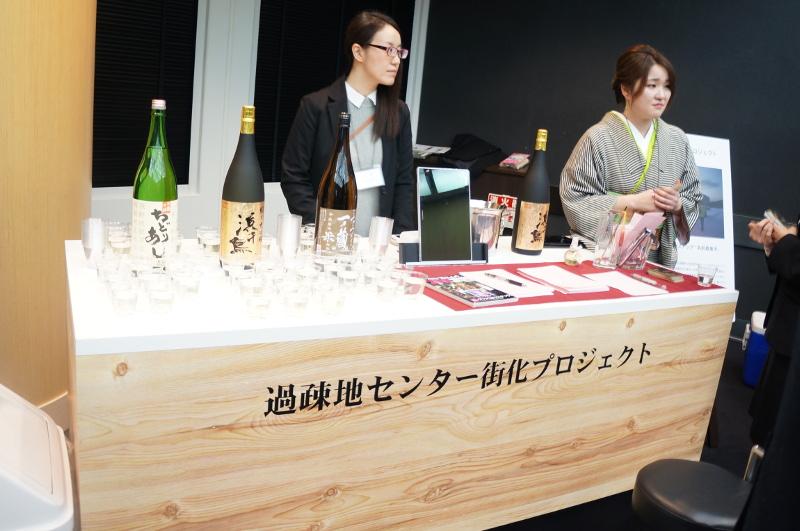 """過疎地センター街化プロジェクトは、""""元渋谷のギャル""""のママと、都会からやってくるOLや女子大生のチーママが、岩手県遠野市のコンテナーでソーシャルスナックを開く"""